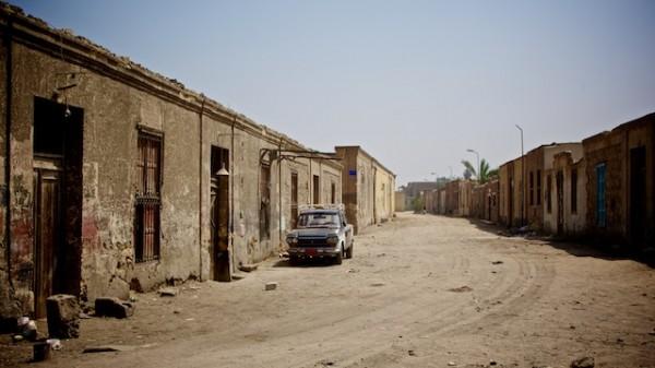 Durante il giorno la gente è al lavoro e le strade sono deserte