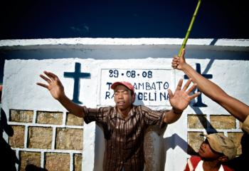 Madagascar Famadihana tomba