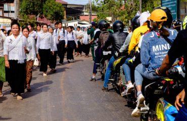 La strada è aèerta al traffico normale oltre che al funerale